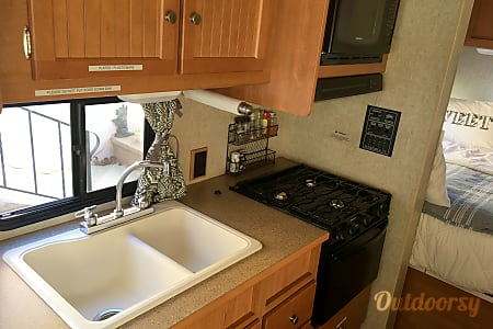 The Leamon Party Bus!  (24 ft, Sleeps 6+)  Escondido, CA