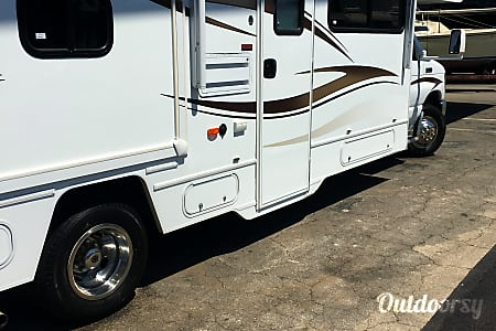 2015 Winnebago Minnie Winnie : $157 a day for any available dates until the end of 2017  Bellflower, CA