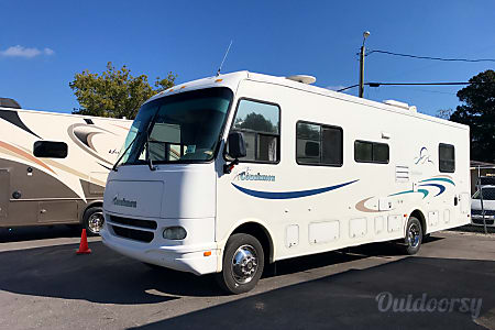 2003 Coachmen Pathfinder  Spring Hill, FL