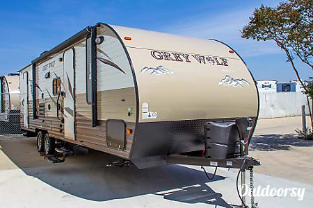 2016 28' Grey Wolf Travel Trailer (7)  Temecula, CA
