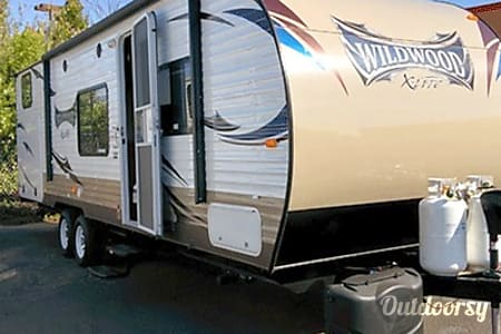 02015 28' Forest River Wildwood X-Lite 282K Travel Trailer  Temecula, CA