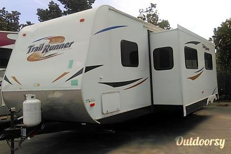02011 30' TRAIL RUNNER  Riverside, CA