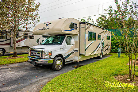 02017 Thor Four Winds 30D  Seffner, FL