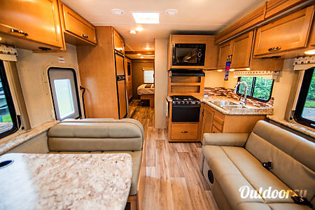 2017 Thor Four Winds 30D  Seffner, FL