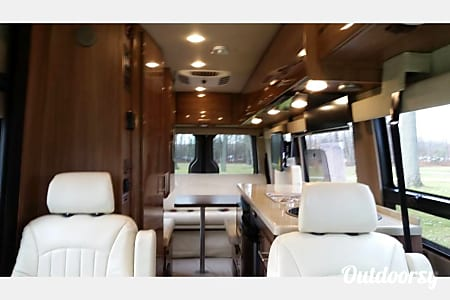 BEAUTIFUL MERCEDES SPRINTER WINNEBAGO ERA 70X CLASS B  Decorah, Iowa