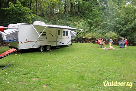 2005 Featherlight Trailers 23b  Newton, WI