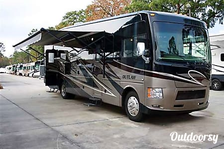 02014 Thor Motor Coach Outlaw  College Grove, TN