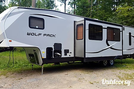 2016 Forest River Cherokee Wolf Pack  Covert, MI