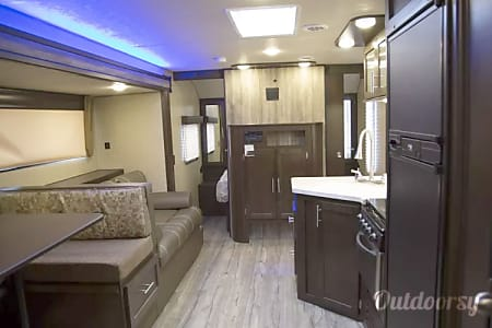 2017 Forest River Cherokee Grey Wolf  Burbank, IL