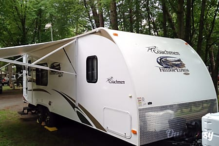 2013 Coachmen Freedom Express w/slide  Imperial, MO