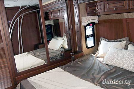 Luxury Motor Coach  Evansville, IN