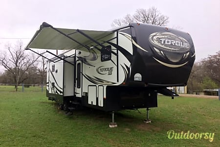 02015 heartland torque 325 Toy-Hauler 38ft 5th Wheel  Kerrville, TX