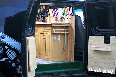 Vegas Baby - 2001 Ford E350  Waialua, HI