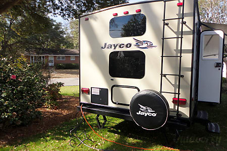 (THE ULTIMATE VACATION / STAYCATION MACHINE) 2015 Jayco White Hawk 26ft travel trailer, sleeps 6.  I offer delivery service!  Myrtle Beach, South Carolina