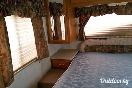 Four Winds Hurricane  ~ Great Family RV, easy to drive, easy to park, fun to camp!  Manchester, MO