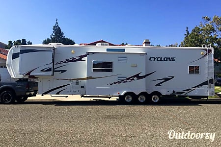 02008 Heartland Cyclone 3912  Beaumont, CA