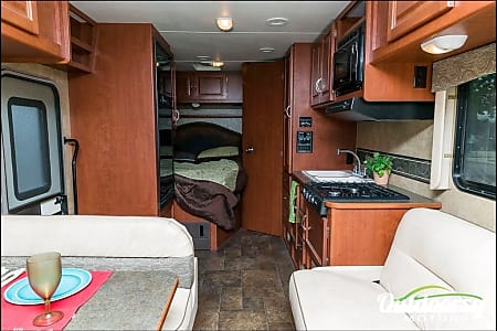 FORD 26 FT CLASS C RV DRIVES LIKE A CAR SLEEPS 8 NICKNAME (GUBI)  LAS VEGAS, NV