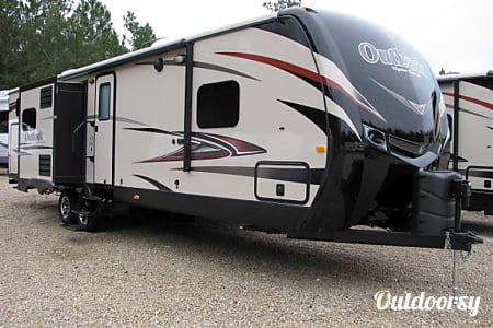 02015 Keystone Outback (Bunk House, Outdoor Kitchen, Bluetooth Outdoor Speakers)  Princeton, IL
