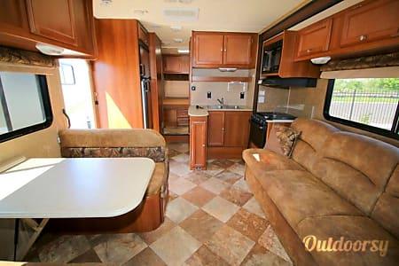 02015 coachmen leprechaun  Mesa, AZ