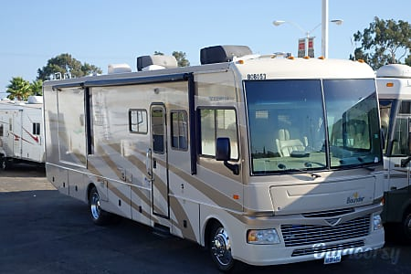 02008 Fleetwood Bounder 2 Slides & 2 Bathrooms  Encinitas, CA