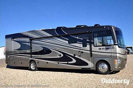 02016 Thor Motor Coach Outlaw RE #303  Austin, TX