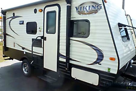 2017 Viking 17bh - Easy to tow with SUV or Truck! Lots packed into this RV  Fenton, MI