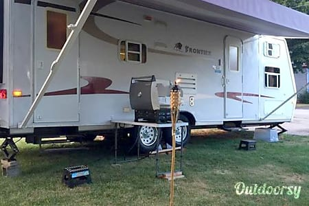02005 Kz Frontier 2809 Travel Trailer - Perfect for Families with Children  Salem, NH