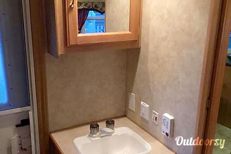 2005 Kz Frontier 2809 Travel Trailer - Perfect for Families with Children  Salem, NH