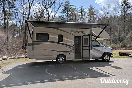 2017 Thor Motor Coach Freedom Elite  Bedford, NH