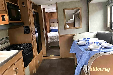 GORGEOUS 2016, FULLY-EQUIPPED, 31' WINNEBAGO. READY-TO-GO FOR YOUR COLORADO VACATION!  Broomfield, CO