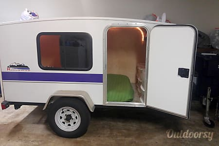 0Tiny Runaway Camper with AC & Heat  Springfield, OR