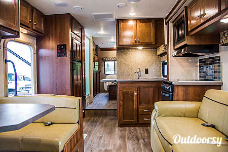 2018 Forest River Sunseeker 31'  Sandy, OR
