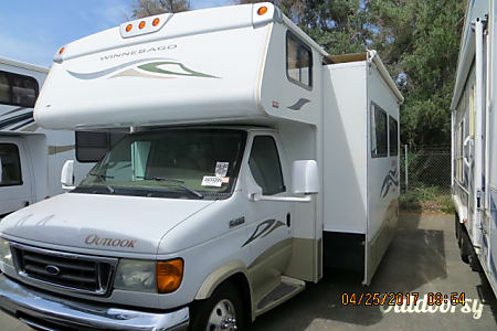 02007 Winnebago Outlook 5XLZ563  CORONA, CA