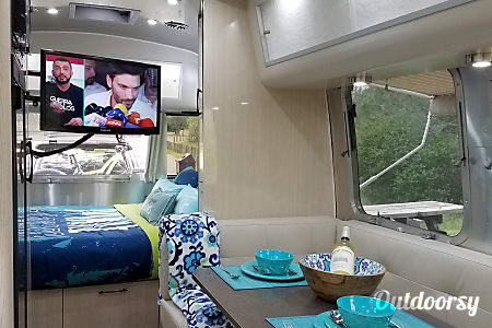 "2017 Airstream Serenity International ""THE WAVE""  Oakland, CA"
