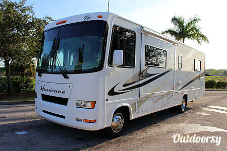 02007 Thor Motor Coach Hurricane  Farmington, NY