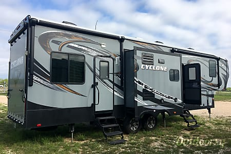 02015 Heartland Cyclone Toy Hauler - WILL DELIVER, SET-UP and PICK-UP (see below details)  Devine, TX