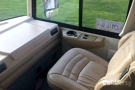 2005 Winnebago Adventurer  Swartz Creek, MI