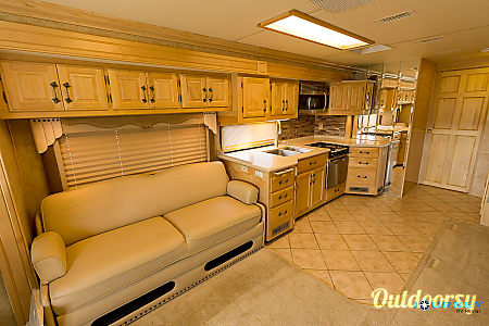 American Tradition - 40' Class A Diesel  Riverview, FL