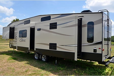 Keystone Cougar - 40' Fifth Wheel  Riverview, FL
