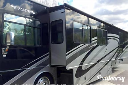 2007 Fleetwood Excursion  Harlingen, TX