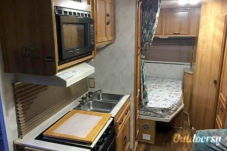 Beautiful Coachmen Catalina Motorhome Class C Family Vacation Home!  Vancouver, WA