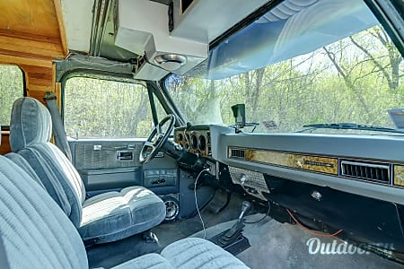 1990 Chevrolet Custom Suburan RV  Minneapolis, MN