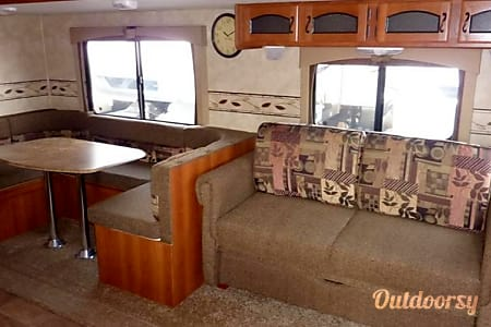 2012 Coachmen Freedom Express  Monroe, GA