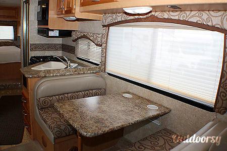 2010 Thor Motor Coach  Chateau 28A  Keyport, NJ