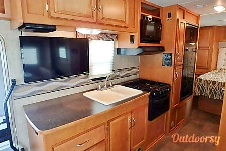 Affordable Family Vacation *NEW!* 2016 Winnebago Winnie Minnie 27Q  San Diego, CA