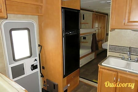 OFF SEASON RATES NOW - 2016 Minnie Winnie 3 BUNKS DELIVERY INCLUDED! sleeps up to 10  Post Falls, ID