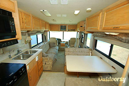 02001 Fleetwood Bounder- VACATION READY INCLUDING LINENS!  Hendersonville, Tennessee