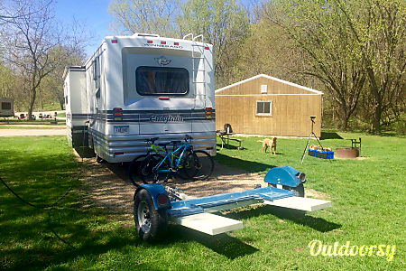 33' Winnebago Chieftain  Dubuque, IA