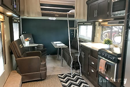 02015 Stealth, Ultimate Stay Anywhere Trailer!! NEW $105 Winter Rate's!!!  Oxnard, CA