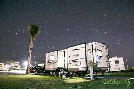 02017 Flagstaff Super V Lite 26VFKS  Porter, TX